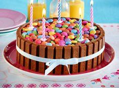 Bunte Schoko-Knusperwaffel-Torte Rezept