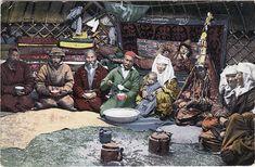 ファイル:SB - Inside a Kazakh yurt.jpg