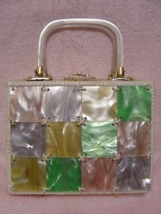 SUPER CUTE UNUSUAL VINTAGE 1950s MID CENTURY MODERN ROCKABILLY MAD MEN JACKIE O STYLE WHITE LAMINATED WOVEN WICKER & COLORFUL LUCITE CHECKERBOARD BOX PURSE KELLY HAND BAG WITH LUCITE HANDLES AND TRIM!