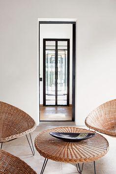 Saint-Tropez, en version minimaliste : Saint-Tropez, en version minimaliste :Saint-Tropez, en version minimaliste : Saint-Tropez, en version minimaliste : Saint-Tropez, piscine, villa, salon, patio.