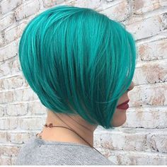 Beautiful teal hair color short hairstyle done by Taylor Hufnagle Beautiful teal hair color short hairstyle done by Taylor Hufnagle Hair Color Crazy Short TeShort Bob In Teal Ombre HOil slick hair teal hair Green Hair Ombre, Purple And Green Hair, Teal Hair Color, Ombre Blond, Hair Color Balayage, Teal Ombre, Hairdos For Short Hair, Short Hair Styles, Prom Hairstyles