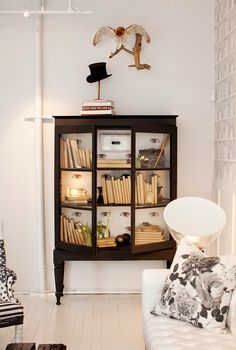 Bookshelves don't have to be boring. Learn all the ways to perk them up, like by displaying artwork, accessories, and even booze. We also love subtle touches like the quirky wall decals pictured here. Sweet Home, Living Room Decor, Living Spaces, White Bookshelves, Black Bookcase, Decoracion Vintage Chic, Inside Design, Design Studio, Furniture Makeover