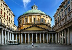 Buongiorno #Milano Eccoci di fronte alla chiesa di San Carlo Foto di Franco Brandazzi #milanodavedere Milano da Vedere