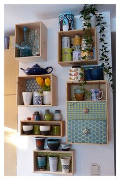 Small box cabinet for the wall Wine crate upcycling / wine boxes - upcycling / kitchen shelves The decoration of the house is much like an exhibit spac. Kitchen Shelves, Diy Kitchen, Kitchen Design, Crate Shelves, Crate Bookcase, Crate Storage, Record Storage, Wall Shelves, Kitchen Decor