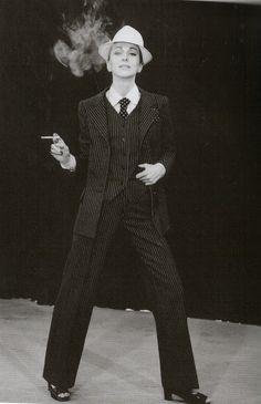 """Esmoquin Yves Saint Laurent """"Un buen diseño puede soportar la moda de 10 años"""""""