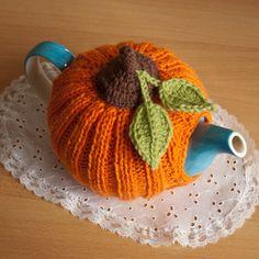 Knit or Crochet tea cozy! / Pumpkin tea cosy via Etsy Knitting Projects, Crochet Projects, Knitting Patterns, Crochet Patterns, Scarf Patterns, Knitting Tutorials, Crochet Pumpkin Pattern, Crochet Motifs, Crochet Granny