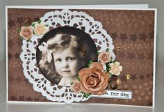 Bursdagskort med ark, blomster, stempel og kakeserviett fra Papirdesign