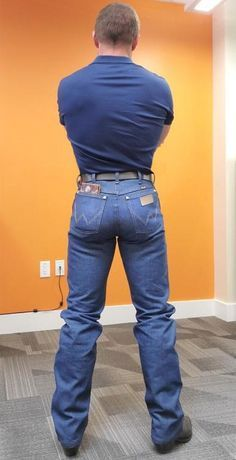 Boots And Jeans Men, Men In Tight Pants, Wrangler Jeans, Hot Country Boys, Estilo Country, Hot Cowboys, Cowboy Outfits, Beefy Men, Hot Guys