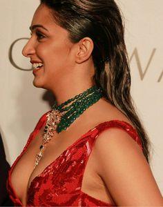 Indian Bollywood Actress, Indian Actress Hot Pics, Bollywood Actress Hot Photos, Bollywood Girls, Beautiful Bollywood Actress, Most Beautiful Indian Actress, Bollywood Celebrities, Indian Actresses, Kiara Advani Hot