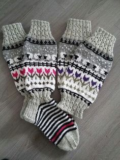 Mittens Pattern, Knit Mittens, Knitting Socks, Knitting Stitches, Hand Knitting, Knitting Patterns, Crochet Socks, Knit Or Crochet, Knitting Videos
