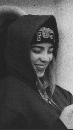 Celebs How much is Billie Eilish Worth ? Billie Eilish, Cute Wallpapers, My Idol, Celebs, Singer, Queen, Pictures, Beautiful, Retro Pics