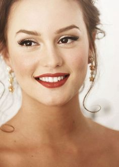 It's the perfect time of year for ruby red lips and holiday cheer! Leighton Meester will forever and never be forgotten as Blair Waldorf on Gossip Girl! Leighton Meester, Chuck Bass, Holiday Makeup, Christmas Makeup, Christmas Eve, Christmas Crafts, Makeup Tips, Beauty Makeup, Hair Beauty