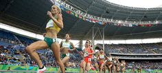 Eloise Wellings of Australia leads a group in the Women's 10,000 metres final at the Rio 2016 Olympic Games. © 2016 Getty Images