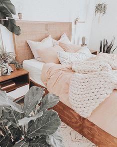 Cute Bedroom Decor, Cute Bedroom Ideas, Teen Room Decor, Room Ideas Bedroom, Home Bedroom, Bedrooms, Bedroom Inspo, Bedroom Inspiration, Aesthetic Room Decor
