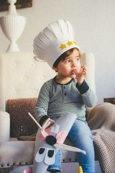 Gorro cocinero diy Crazy Hat Day, Crazy Hats, Foam Crafts, Diy And Crafts, Carnaval Diy, Easter Hat Parade, Chef Costume, Class Activities, Ideas Para Fiestas