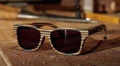 Extraíndo sustentabilidade do skateboard. Os shapes usados entram na fábrica da marca  Schwood e saem estes belíssimos óculos de sol!