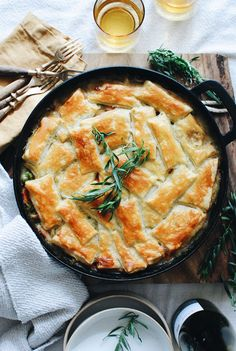 🤟🏻Oh this old thing? It's just a French-Inspired Chicken POT PIE.😭🇫🇷🐓🥧 And I don't beg often, but this super… Tater Tot Casserole, Tater Tots, Casserole Dishes, Dutch Oven Recipes, Cooking Recipes, Skillet Recipes, Quick Recipes, Pie Recipes, Vegan Recipes