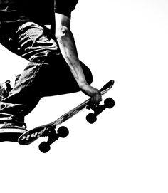 Skateboard in Black and White Skateboard Photos, Skate Photos, Skateboard Art, Parkour, Skate And Destroy, Skate Art, Skate Style, Skater Girls, Thrasher