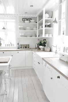 Mooi aanrechtblad en mooie spoelbak. Mooie kleur aanrecht. Not typical standard. Mooie witte naturel keuken