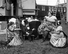 1924 Sideshow performers opt for tea over beer during a break from Oktoberfest performances