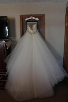 Lazaro 3108: buy this dress for a fraction of the salon price on PreOwnedWeddingDresses.com