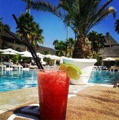Does anybody want to enjoy this delicious #cocktail around the pool? It is easy... Come to Purobeach Marbella    ¿Quiere alguien disfrutar de este delicioso #cóctel alrededor de la piscina? Es sencillo... Venid a Purobeach Marbella