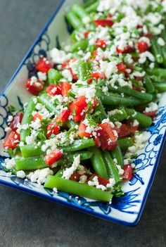 This Greek Green Bean Salad is fresh, flavorful, and SO easy to make! As a tasty bonus, these gorgeous greek green beans are ready in just 15 minutes! Green Bean Salads, Green Bean Recipes, Green Beans, Beans Recipes, Vegetarian Salad Recipes, Healthy Recipes, Healthy Dinners, Picnic Side Dishes, Comida Keto