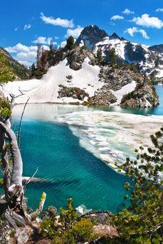 Icy waters at Sawtooth Lake - Idaho, USA
