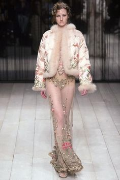 See every look from the new Alexander McQueen Fall 2016 collection