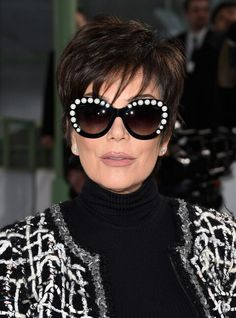 Kris Jenner Layered Razor Cut - Kris Jenner looked young and chic with her layered razor cut at the Chanel Couture show. Short Hair Over 60, Short Choppy Hair, Short Hair With Layers, Short Hair Cuts, Short Hair Styles, Short Razor Haircuts, Modern Short Hairstyles, Haircuts For Fine Hair, Short Hairstyles For Women