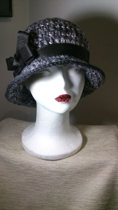 Sombrero Clásico Crochet. Color gris y rosa palo. https://www.facebook.com/GorrosBoinasCrochet