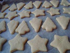 Fursecuri pentru Craciun - CAIETUL CU RETETE Cookies, Desserts, Ideas, Food, Crack Crackers, Tailgate Desserts, Deserts, Biscuits, Essen