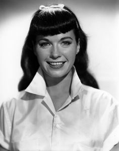67c6c283e13 vintage-hairstyles-with-bangs-15 Bettie Page Photos
