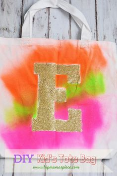 How to make your own easy, colorful tie dye DIY Kid's Tote Bag that's perfect for the Upcycled Crafts, Easy Diy Crafts, Diy Crafts To Sell, Diy Crafts For Kids, Kids Diy, Summer Diy, Summer Crafts, Kids Tote Bag, Tote Bags