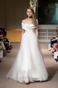 ヴォーグ ウエディングが厳選した最旬ドレス30着。Vol. 2   VOGUE Wedding いちばんおしゃれなウエディングバイブル! Vol. 6 春夏号