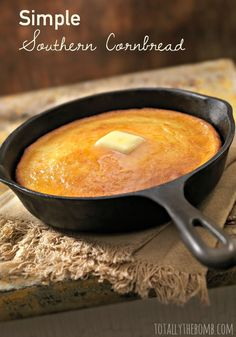 Simple Southern Cornbread A Simple Homemade Cornbread Recipe is part of Corn bread recipe - It's easy to make this simple southern cornbread, and your family and guests will love the delicious taste of homemade Cast Iron Skillet Cooking, Iron Skillet Recipes, Cast Iron Recipes, Skillet Meals, Skillet Chicken, Tortillas, Homemade Cornbread, Moist Cornbread, Cornbread Recipes