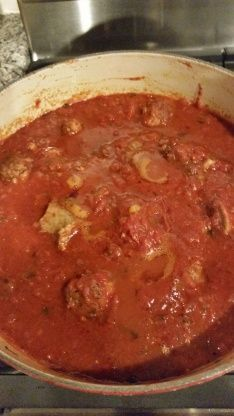 Soprano's Sunday Gravy (Spaghetti Sauce) Badda-bing badda-boom. Its a thing of beauty. This recipe is not a fast one, its an all afternoon dinner; But it is definitely worth it. From The Soprano Family Cookbook Italian Spaghetti Sauce, Italian Pasta, Italian Dishes, All Day Spaghetti Sauce Recipe, Italian Sauces, Italian Entrees, Pasta Spaghetti, Italian Cooking, Sunday Gravy