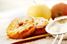 Apfelküchle eine feine Süßspeise aus unserer fränkischen Heimat. Sie schmecken warm mit Vanillesoße oder bestäubt mit Puderzucker.