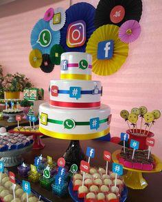 A imagem pode conter: comida October Birthday Parties, 18th Birthday Party Themes, Happy 13th Birthday, 21st Birthday Decorations, Birthday Goals, Fairy Birthday Party, Birthday Party For Teens, Teenager Birthday, Party Emoji