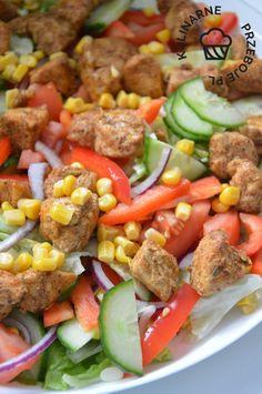 Sałatka kebabowa - KulinarnePrzeboje.pl Tasty Dishes, Cobb Salad, Catering, Lunch Box, Food And Drink, Beef, Dinner, Recipes, Diet