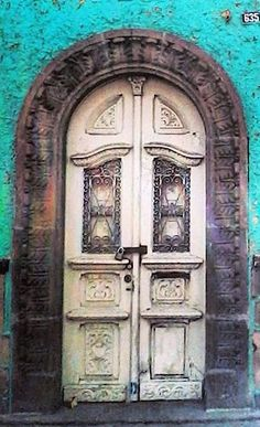 OoOoh! A MOTHER-OF-PEARL OF A DOOR! A JEWEL OF A DOOR...Tlaxcala, San Luis Potosí, Mexico