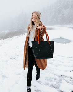 schönes portland-lederwaren-fotoshooting in pnw-schnee-tag ~ Beautiful Portland Leather Goods Photoshoot In Pnw Snow Day ~ Winter Fashion Outfits, Fall Winter Outfits, Winter Wear, Autumn Winter Fashion, Trendy Fashion, Lauren Bacall, Looks Style, My Style, Into The Fire