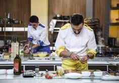 """Duel plin de surprize la """"Chefi la cuțite""""! Bontea, Scărlătescu și Dumitrescu au parte de o situație neașteptată Fondant, Food, Fondant Icing, Eten, Meals, Diet, Candy"""