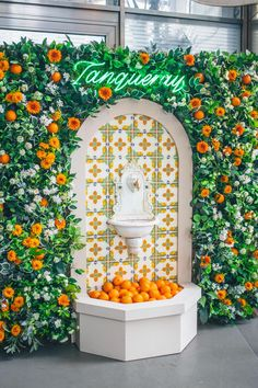 Tanqueray Sevilla Negroni fountain at the drift - DrinkUp. Design Package, Environmental Design, Branding, Event Styling, Retail Design, Flower Wall, Store Design, Graphic, Event Decor
