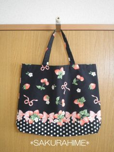 イチゴ花柄リボンドット柄トートバッグ・黒
