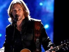 Craig Wayne Boyd performs on the Voice