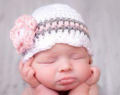 Sombrero de niña bebé, listo para enviar, sombrero del ganchillo sombrero de recién nacido, bebé muchacha gorro, bebé recién nacido sombrero, apoyo de foto recién nacido, bebé recién nacido, gris rosa blanco