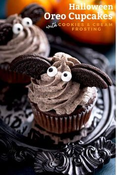 Festive Halloween Bats Oreo Cupcakes with Cookies and Cream Frosting are super fun to make, creamy, deliciously decadent and a great treat for any Halloween gathering. #HalloweenTreatsWeek #Halloween #desserts #cupcakes Halloween Desserts, Halloween Bats, Halloween Cupcakes, Halloween 2020, Halloween Baking, Adult Halloween, Halloween Ideas, Cupcake Recipes, Baking Recipes