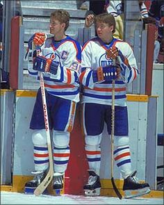 Gretz and Jari Hockey World, Hockey Season, Wayne Gretzky, Edmonton Oilers, Nfl Fans, Hockey Cards, National Hockey League, Hockey Players, Sports Illustrated