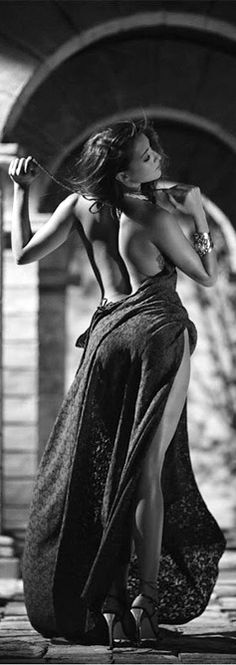 "cumragdoll: "" [ (via / Sexy back by Olga Gubko) ] "" Boudoir Photography, Fashion Photography, Glamour, Foto Art, Monochrom, How To Pose, Black N White, Sensual, Female Bodies"